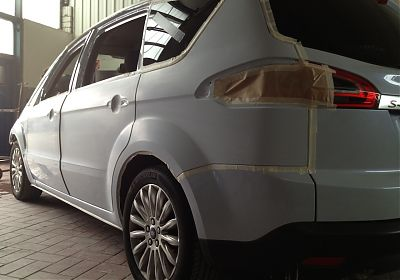 Reparaturlackierung Ford S-Max Electric Weiss